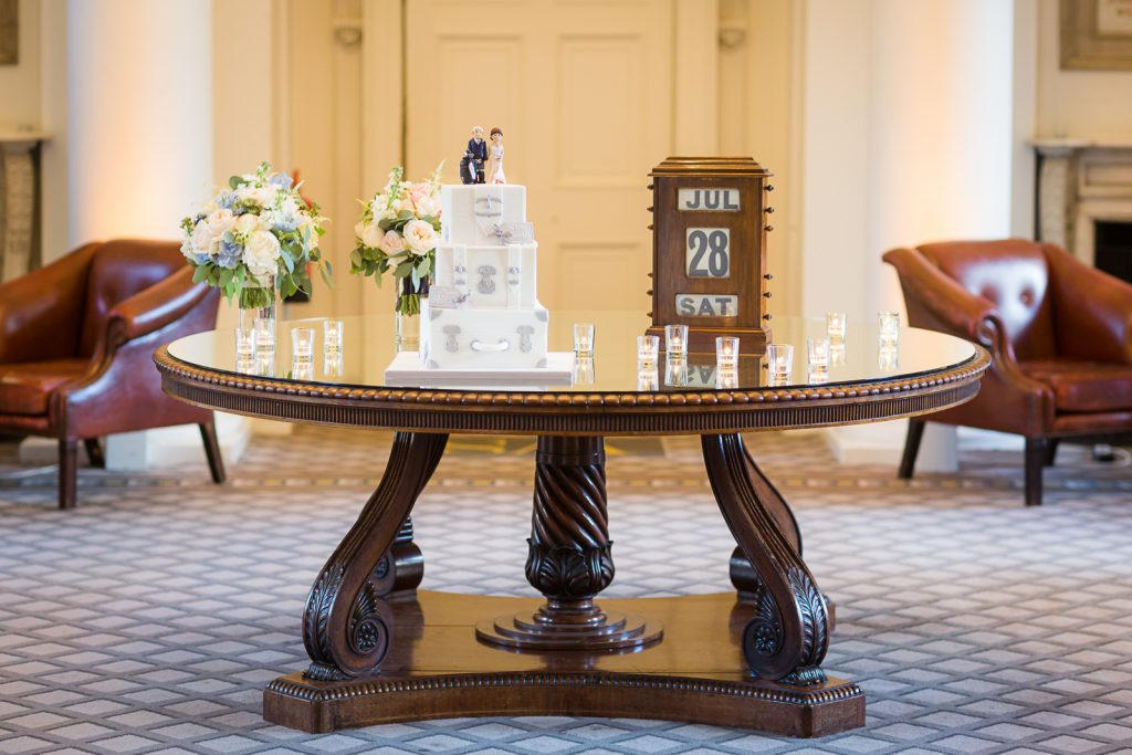 Signet Library Wedding, Balmoral Hotel, Edinburgh, Edinburgh Wedding Photography, Edinburgh Wedding Photographer, Scotland,wedding cake